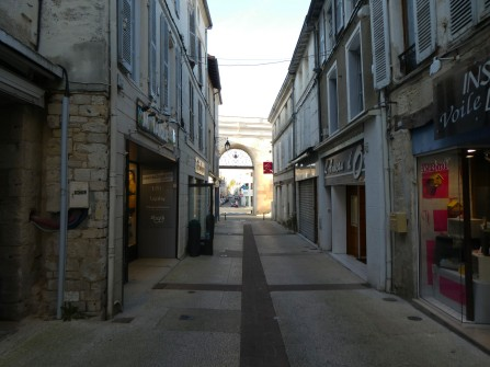 Porte Chalon from Rue Chalon Photo